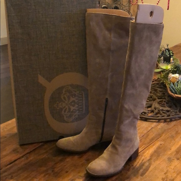 Born Over The Knee Boots Size 9 Pair